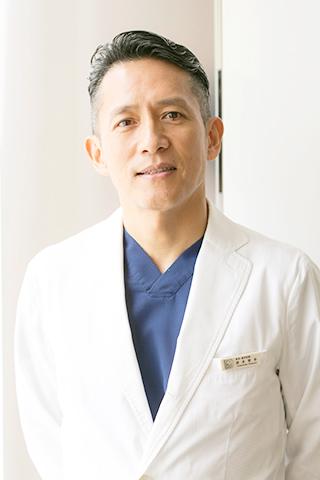 院長 歯科医師 清水 智幸